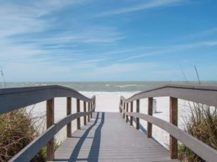 Twins Inn: 2-Bedroom Apartment near Beach