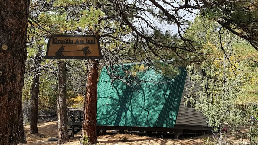 Off grid CABIN steps from Zion National Park - Orderville - Houten huisje