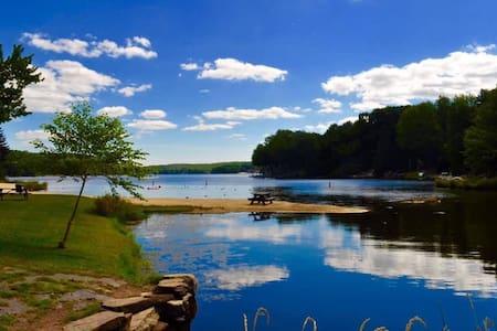 Perfect Hideout Getaway! Renovated Lake Ariel Home