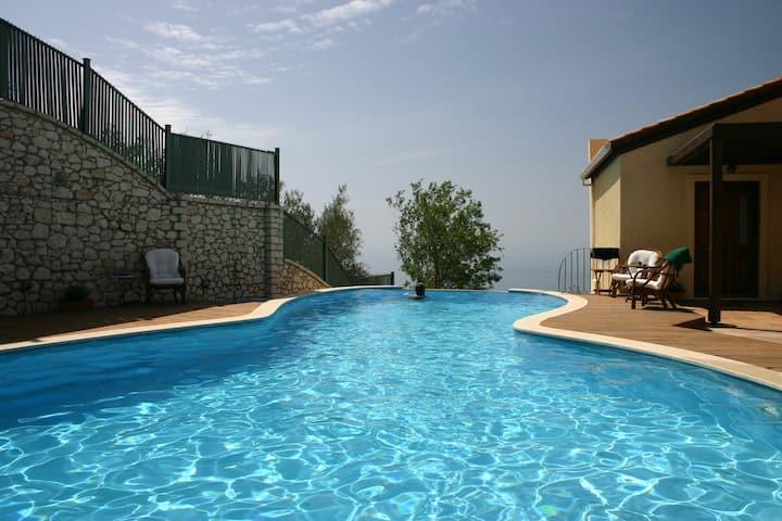 Amazing Villa Sophia, close to heavenly beaches