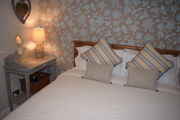 Cosy Cwtch - two bedroom seaside apartment - Porthcawl