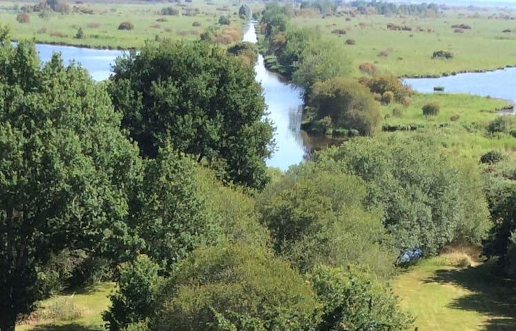 St Lyphard-Bréca Jolie Chaumière au cœur du marais