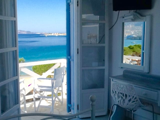 *BEACHFRONT* STUDIO for 2 - Paros