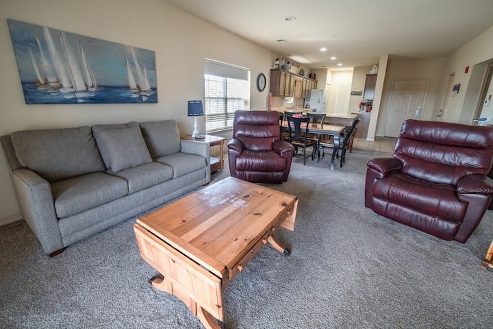 3 BR, 3 BA Golf Condo - Covered Balcony, Pool View!
