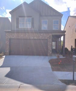 10 minutes from Airport! - Fairburn - House
