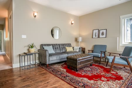 Stylish 2BR condo in Radium - only 1.5h to Banff!