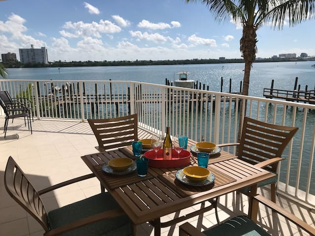 Clearwater Beach Luxury Condo - 2 WEEK MINIMUM