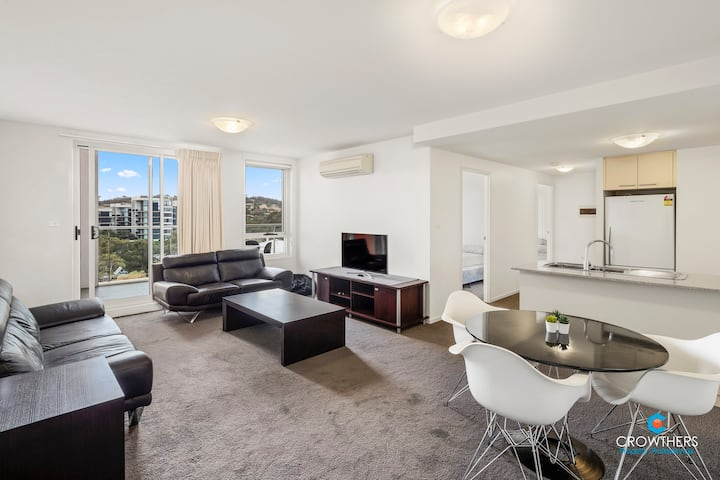 Field of Vision in the Heart of Belconnen 2 BR Apt