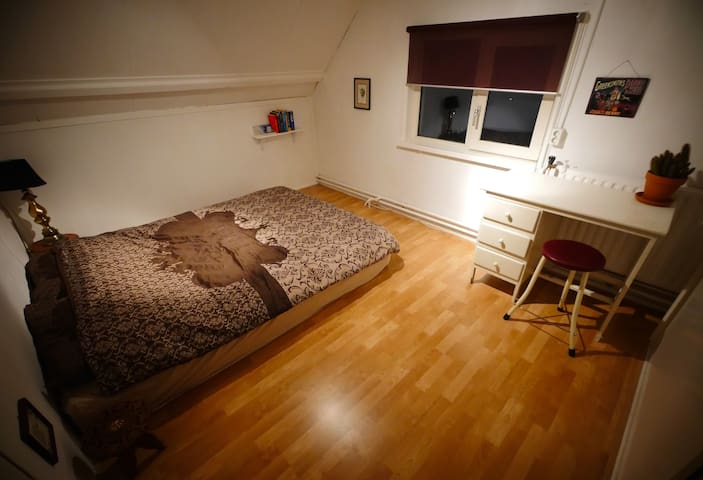 Comfortable room, close to nature & 3 big cities - Alphen - Дом