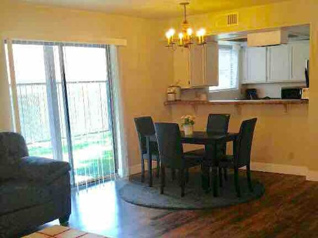 CLEAN & ROOMY Apartment#3 2bedrooms/1bath 6 guests