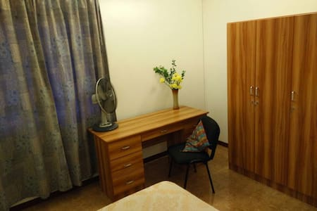 Cosy and comfy 4 bed apartment with parking. - Port Louis