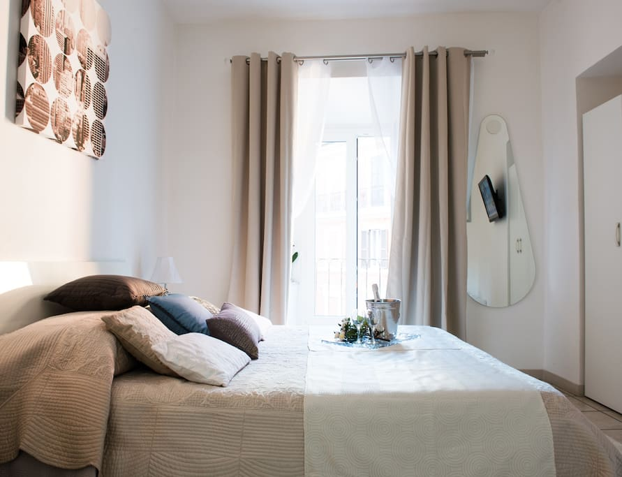 intimate with soundproof window and mattress memory for a perfect rest