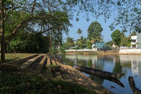 Akkara Home Stay - Kottayam - Hus