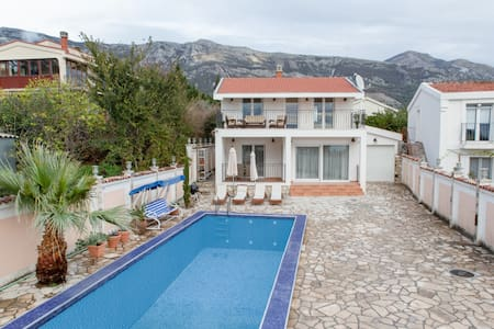 Mediterranean style Villa with swimming pool