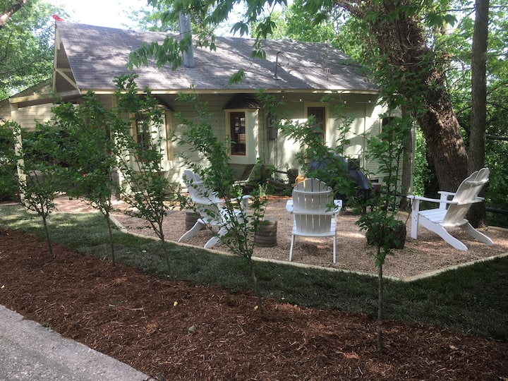 3BR Hot Tub Home in DT Eureka Springs!