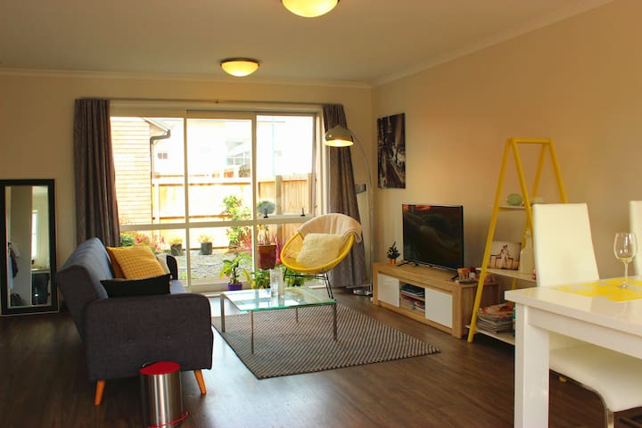 Stylish townhouse-private twin room - Hamilton - Radhus
