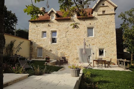 maison vieille - Martiel - Bed & Breakfast