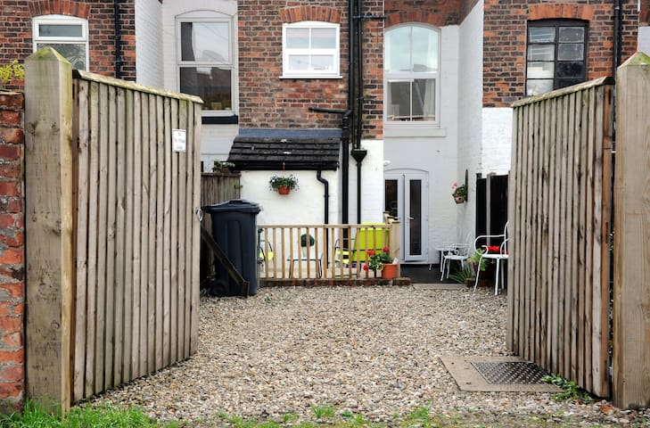 Quirky & Cosy house for 5, parking, centre 2km - CHESTER