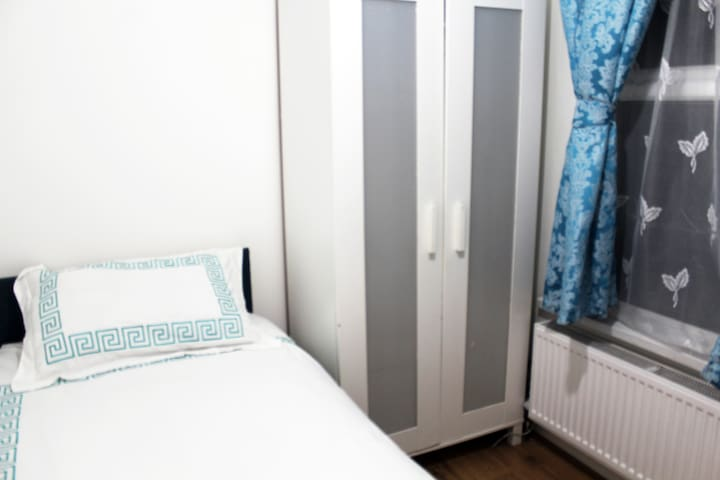 centrally located in london, is this single room