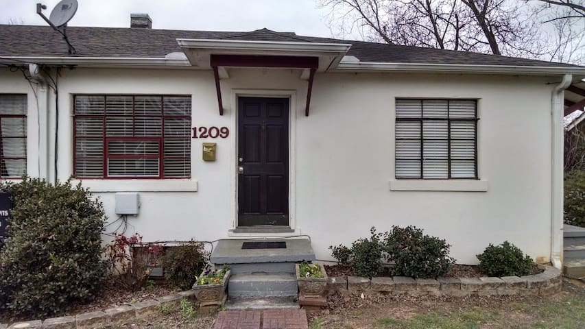 Spacious 2 Bedroom in Five Points