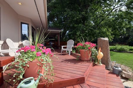 Close to Old Town & Many Wedding Venues (RV's ok)