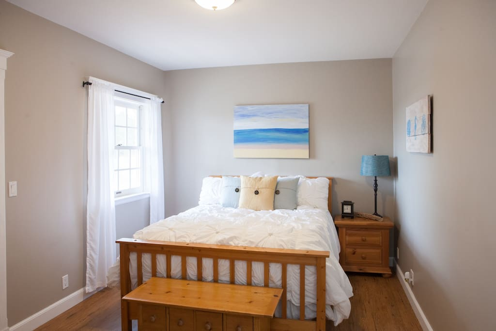 Downstairs Beach Room with Queen Bed - private