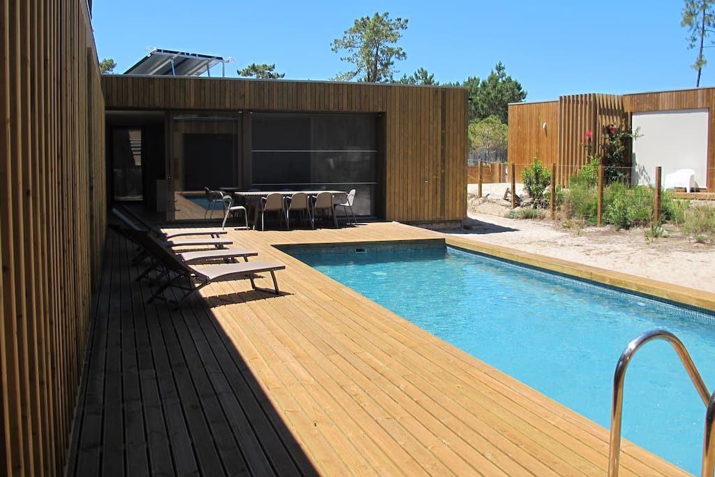 Exterior of the house (swimming pool and outdoor dining table)