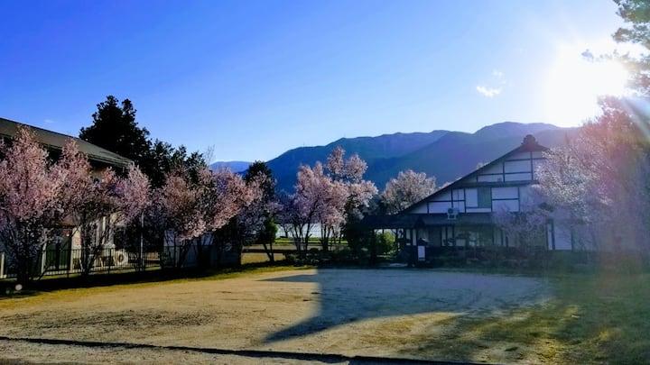 【C室│広々12畳5人部屋】上高地、松本城、白馬村などへもアクセス良好、北アルプス連山を一望!