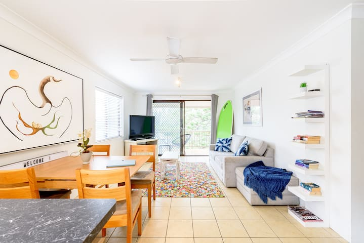 Broadbeach 2 Beds, 100m to Beach.