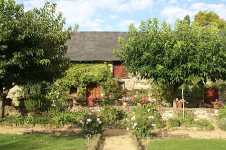 Quaint Holiday Home in Loire France with Garden