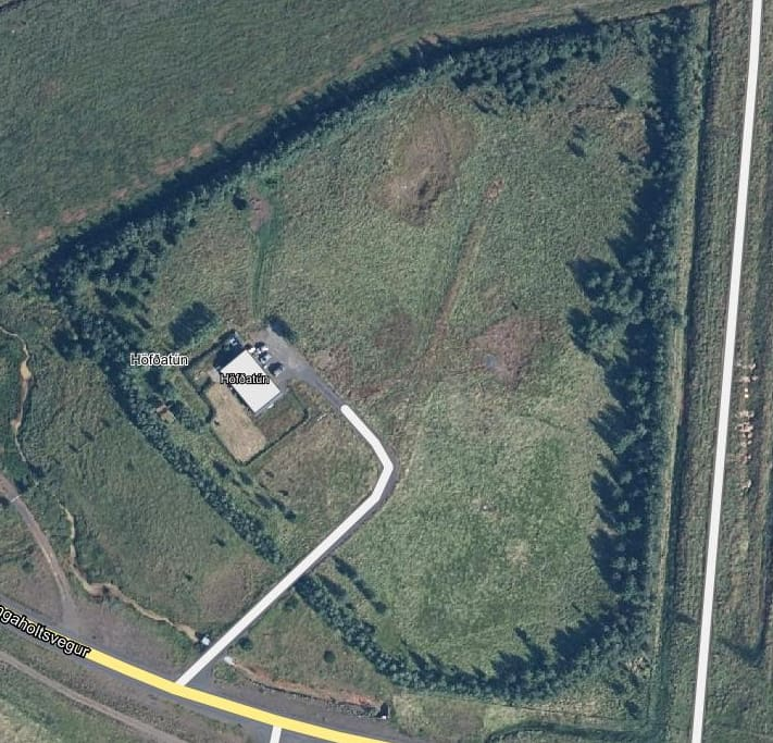 The following picture shows the land where the house is located, total of 3 hectare.  The wonderful countryside all around, leaving no untouched. Many trees are around the house and on the property.