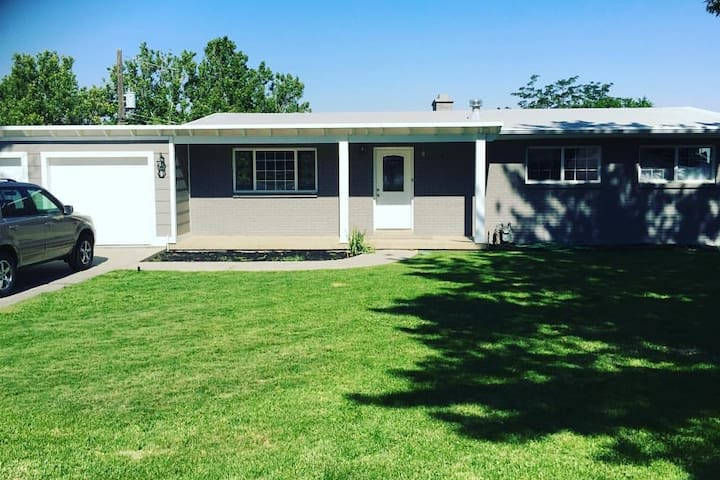 Private Basement- Mtns, DownTown, & Airport Close!