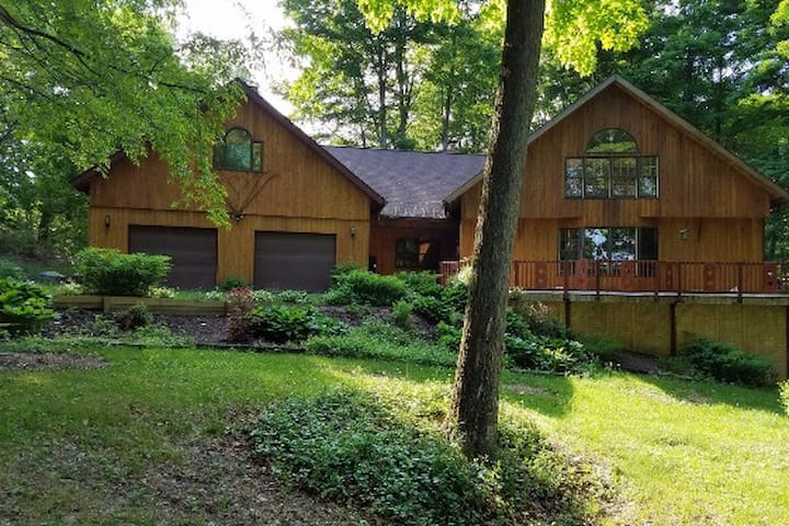 Maple's Maples - 3000 sq ft ski-lodge style home - Cortland