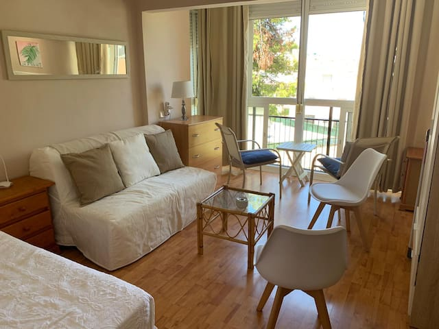 Sunny studio near the beach and Puerto Marina