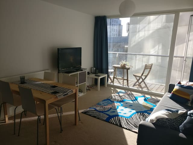 Bright and airy double room in city centre
