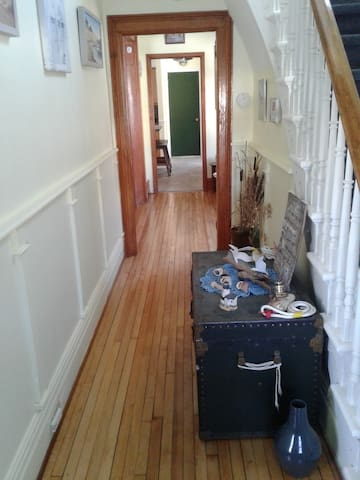 Tastefully and painted and newly refinished hardwood flooring to welcome my guests.