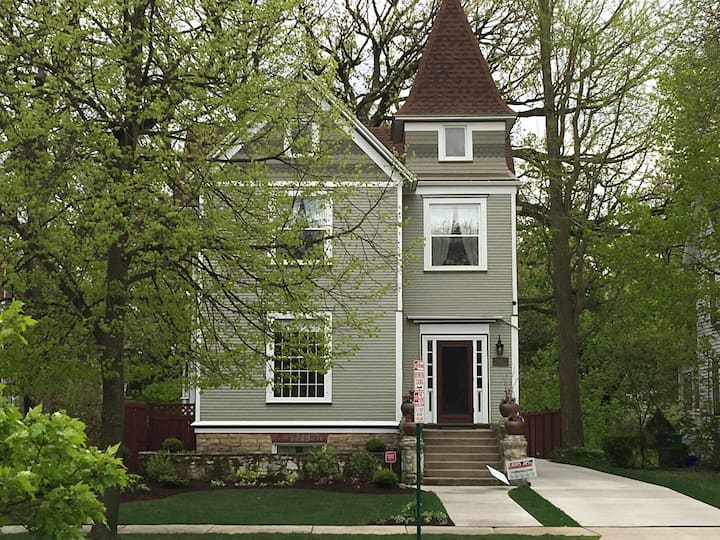 Sparkling Clean Victorian Home in Oak Park, IL