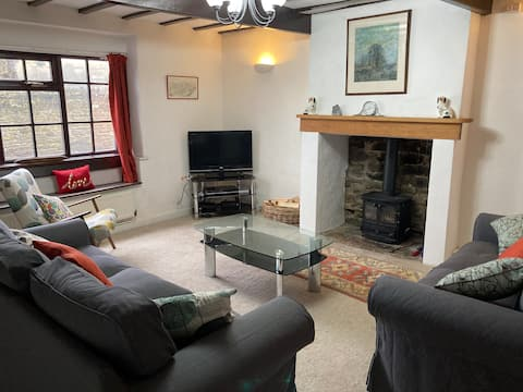 *New* Country cottage close to Haworth Main Street