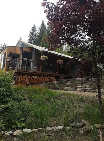 Adventure cottage w/ hottub
