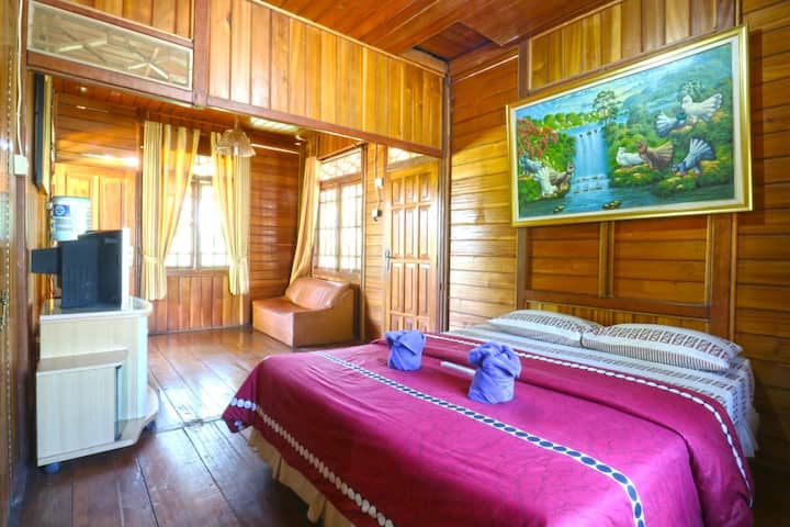 Clean Standard Room at Villa Aquarius Orange