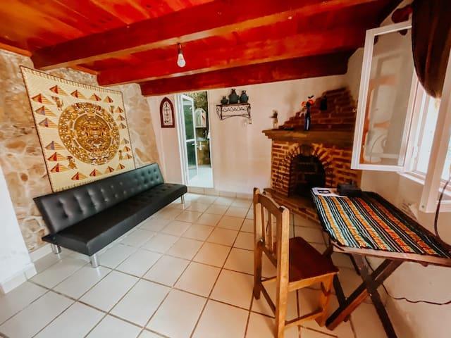 Primer piso (chimenea es decoración) | 1st floor (chimney is decoration)