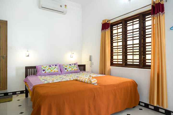Simple & Humble Homestay near Cherai Beach - Ernakulam - House