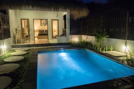 Romantic 1 BR Villa with Private Pool ( Gili Air ) - Ampenan - Villa