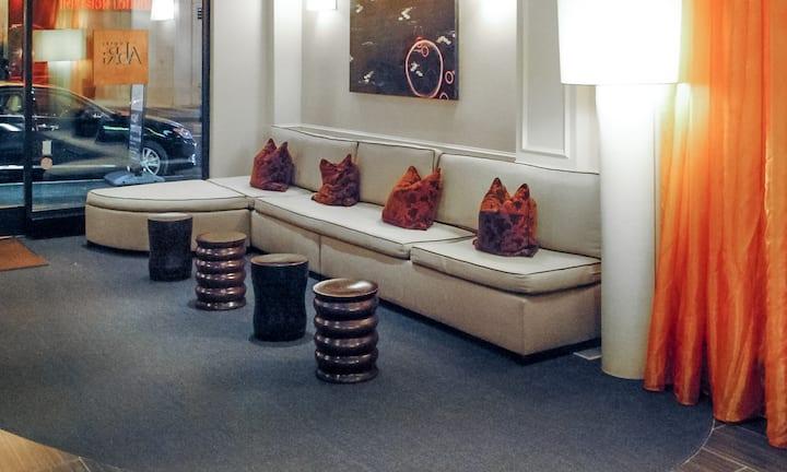 Hotel Abri, Deluxe Queen ADA Bars
