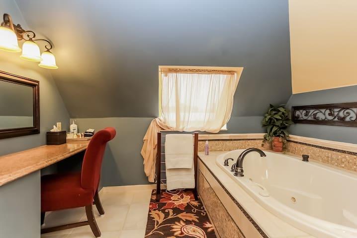 Room#7--at The Kalamazoo House Bed & Breakfast