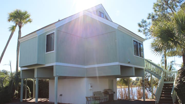 Remodeled Sealoft! Beautiful Lagoon/Golf Views! Close to Beach/Pools!