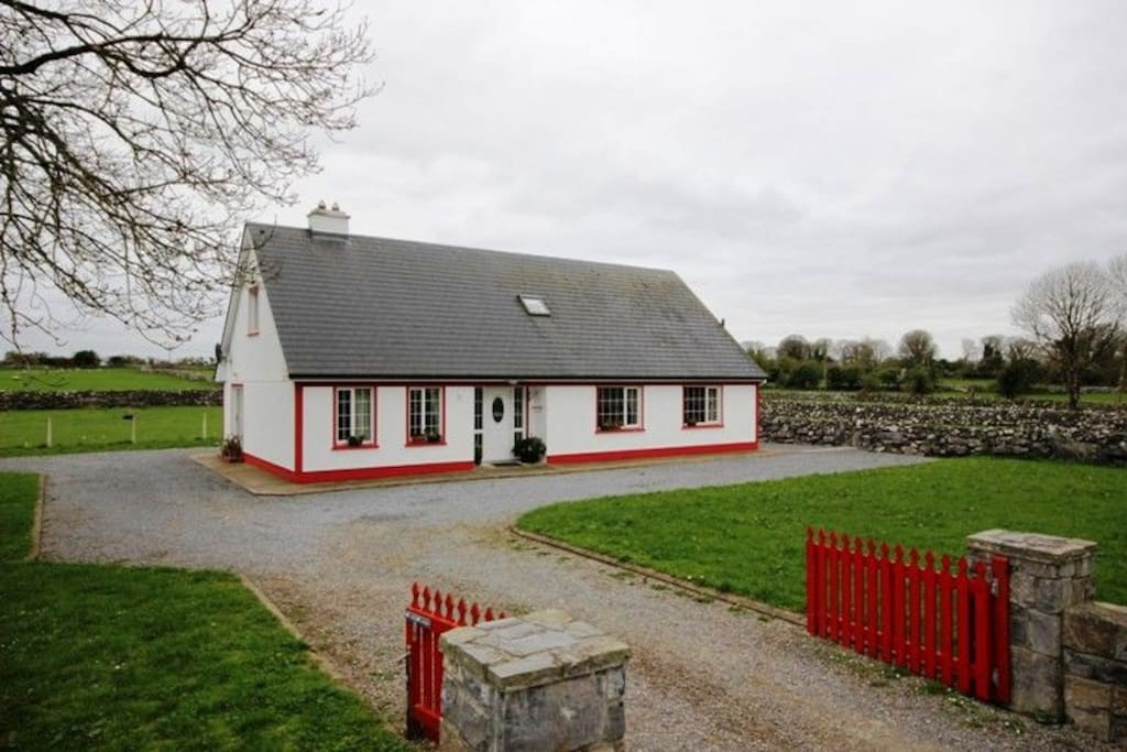 Lough mask fishing lodge houses for rent in cong for Lodge fish house