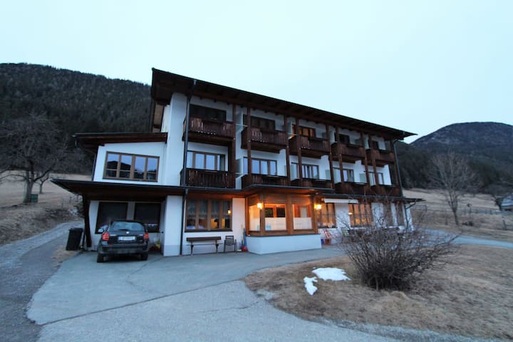 Cosy Apartment in Weissensee near Ski Lift