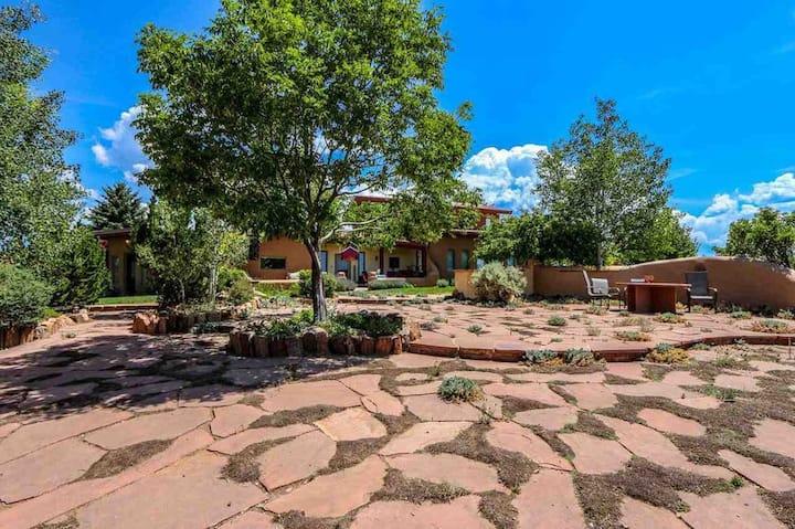 Casa de los Pájaros (formerly Taos Casa)