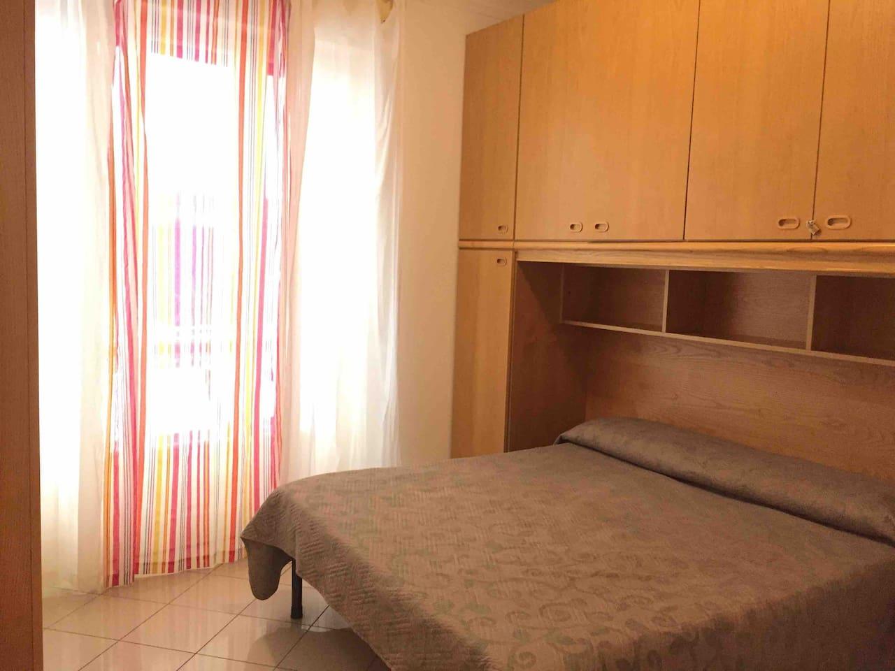 Camera da letto matrimoniale con terrazzino